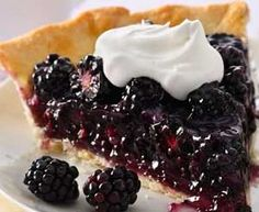 Fresh Blackberry Pie Looking for a delicious dessert using Pillsbury® pie crust? Then try this wonderful blackberry pie that's served with whipped topping - a delightful treat. Fresh Fruit Desserts, Köstliche Desserts, Dessert Recipes, Blueberry Desserts, Fruit Dishes, Tart Recipes, Blackberry Pie Recipes, Pie Dessert, How Sweet Eats