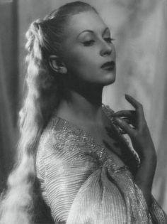 Josette Day as 'Beauty' in Jean Cocteau's film.