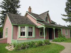 Stephansson House in Central Alberta - love the paint colours. Sylvan Lake, Paint Colours, Cabin, Spaces, House Styles, Random, Green, Pink, Beautiful