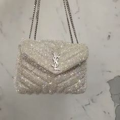 Check out the designer dupes and just amaizing products archive. Choose from a great selection of fashion clothing, shoes and accessories inspired by famous designer brands. Chanel Handbags, Fashion Handbags, Purses And Handbags, Fashion Bags, Fashion Fashion, Hermes Bags, Daily Fashion, Runway Fashion, Fashion Women