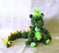 Crochet motif de dragon de jouet animal en peluche amigurumi cadeau fait main artisanal vert