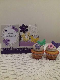 Tarjeta y cupcake personalizado