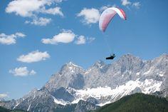 Gleitschirmfliegen in der Region Schladming Ramsau Dachstein. © viaframe.de