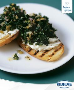 You have to try these Garlicky Kale Cheese Crostini. Trust us, kale is pretty spectacular once you put it between garlic and cheese.