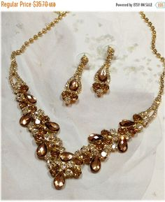 ❘❘❙❙❚❚ We Rarely Do This...4 DAY SALE.. %15 OFF + FREE SHIPPING.. June 24- 27 ❚❚❙❙❘❘     Lana -Wedding jewelry set ,bridesmaid jewelry set, Bridal necklace earrings, vintage inspired rhinestone bridal statement, Champagne crystal jewelry set   ****** This jewelry set can be made with Organza ribbon, Satin ribbon or chain and clasp. *********  Color : Gold, Champagne  • Necklace Size : 14 to 19.5 adjustable  • Earring Size : 1 3/4 L ******* Please contact us for any special custom order ....