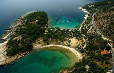İstanbul'dan en kolay ulaşılan Yunan Adası olan Thassos (Taşoz) eskiden Misket üzümleri ile ünlüymüş. Thassos'da nereye gidilir, nerede ne yenir, ne yapılabilir? Murat Yankı Pudra.com okurları için yazdı.