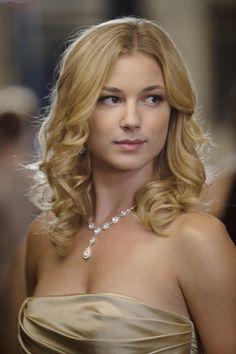 Amanda looking very pretty- Revenge