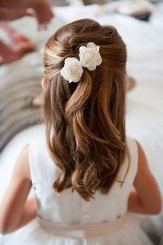 frisuren the hairstyle of a little princess with two flowers in her hair - girl hairstyles Wedding D Wedding Hairstyles For Girls, Flower Girl Hairstyles, Little Girl Hairstyles, Girl Haircuts, Short Haircuts, Little Girl Updo, Funky Haircuts, Bridesmaid Hairstyles, Popular Haircuts