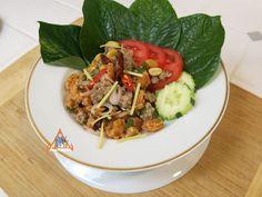 Crispy Rice Larb Pork, 'Yum Khao Tod Naem Moo Sod' - Serve with fresh betel… Asian Pear Recipes, Thai Recipes, Pork Recipes, Cooking Jasmine Rice, Pork Salad, Curry Paste, Stuffed Peppers, Main Courses, Rice Balls