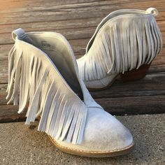 Love these adorable SJ fringe booties!