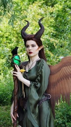 Risultati immagini per maleficent cosplay Cosplay Diy, Cosplay Outfits, Halloween Cosplay, Best Cosplay, Cosplay Girls, Halloween Costumes, Cosplay Ideas, Female Cosplay, Maleficent Wings