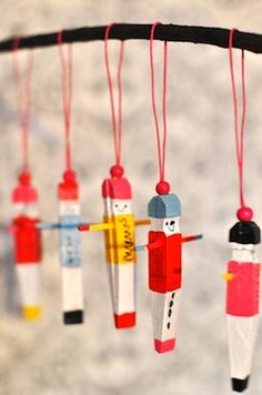 DIY: Christmas clothespins- so simple and so amazing! Christmas Crafts For Kids, Craft Stick Crafts, Homemade Christmas, Christmas Tree Decorations, Holiday Crafts, Holiday Fun, Fun Crafts, Christmas Diy, Christmas Ornaments