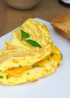 Low FODMAP & Gluten free Recipe - Soufflé omelette with cheese and chives