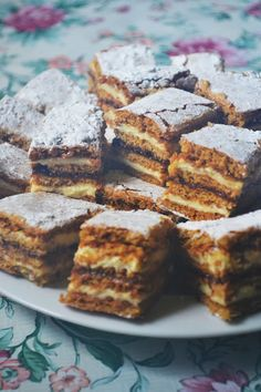 You searched for foi cu miere - Bucătăria Urecheatei Romanian Desserts, Romanian Food, Romanian Recipes, Cookie Recipes, Dessert Recipes, Special Recipes, Sweet Cakes, Yummy Cookies, Something Sweet