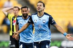 Bobo turns on the Christmas magic for an imperious Sydney FC with a hat-trick in a 1-4 win against Wellington Phoenix who are languishing at the other end of the A-League ladder. 24.12.17