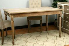 Excelente mesa extensible Madera Abeto + MDF. Color natural. Patas decorados tallados.  Medidas: 140 (ext. a 180) x 90 x 77 cm (Ancho, fondo, alto)