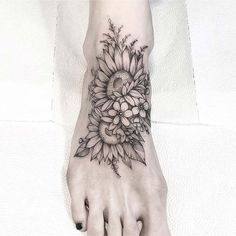 Awesome Foot Tattoos for Women - Beautiful Floral Foot Tattoo Awesome Foot Tattoos for Women - Beautiful Floral Foot Tattoo - 45 Awesome Foot Tattoos for Women Faith Foot Tattoos, Star Foot Tattoos, Cute Foot Tattoos, Tattoos Skull, Body Art Tattoos, Foot Tatoos, Quote Tattoos, Key Tattoos, Sunflower Foot Tattoos