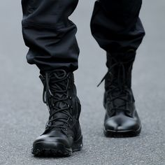 Excellent Mens Winter Boots Shoes Ideas That You Must Try Right Now - Fashion is not something concerned only with girls. We, being men also love to wear different kinds of clothing as well as shoes. Best Hiking Shoes, Mens Hiking Boots, Mens Winter Boots, Men Hiking, Combat Boot Outfits, Military Combat Boots, Black Combat Boots, Military Boots Outfit, Military Shoes