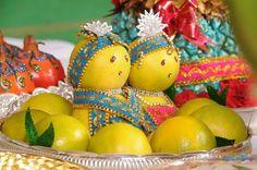 bride and groom decorated in orange fruit marriage engagement wedding fruit theme wedding Thali Decoration Ideas, Fruit Decorations, Diwali Decorations, Festival Decorations, Basket Decoration, Desi Wedding Decor, Indian Wedding Decorations, Wedding Crafts, Wedding Ideas
