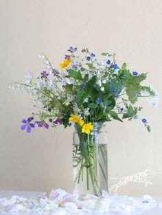 Wild flower arrangement (Finland) Kesäkukkia - kesä - kukka Wild Flower Arrangements, Make Arrangements, Love Flowers, Wild Flowers, Felder, Summer Dream, Finland, Bouquets, Glass Vase