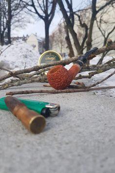 a little sunshine...  #pipe#tobacco#smokingthepipe#briarbroom#tasteoftobacco#mastrodepaja#davidoff#mountainsofsnow#coldair#sundaymorning#hatefuleights#pipecommunity#collectingpipes#tobaccotins#italianbriar#rustication#