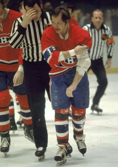 Great Hockey Photos You've Just Seen for the First Time! Hockey Teams, Hockey Players, Ice Hockey, Montreal Canadiens, Hockey Highlights, Bobby Hull, Hockey Pictures, Goalie Mask, Nhl Games