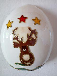 Totumo , con técnica de enservilletado, resinas gemelas ,Totumo navideño.