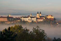 A köd akár szép is lehet Czech Republic, Homeland, Friends Family, Austria, New York City, Explore, Mansions, Country, House Styles