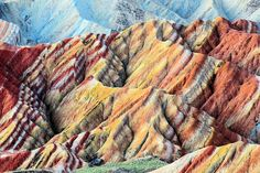 En el Parque Geológico Nacional Zhangye Danxia, en China, se pueden ver montañas de increíbles colores y formas, auténticos caprichos de la Geología.