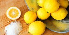 This healing rosemary and lemon salt scrub is amazing for your skin. Homemade Scrub, Homemade Skin Care, Exfoliating Body Scrub, Lemon Salt, Natural Headache Remedies, Natural Cures, Healthy Oils, Fun Drinks, Home Remedies