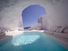 Piscine dans une caverne, Santorin, Grèce 27-maisons-souterraines-absolument-sensationnelles