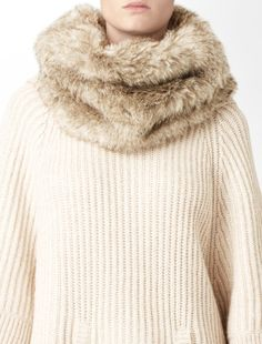 Snood Scarf Outfits, Cute Winter Outfits, Sophisticated Style, Snowflakes, Crocheting, Knit Crochet, Calvin Klein, Fur Coat, Underwear