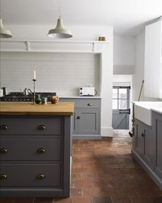 A huge white metro tiled splashback looks simple and uncontrived in this beautifully rustic Shaker kitchen by DeVol Kitchens Kitchen Inspirations, Terracotta Tiles Kitchen, Replacing Kitchen Countertops, Eclectic Kitchen, Kitchen Remodel, Kitchen Decor, New Kitchen, Home Kitchens, Kitchen Renovation