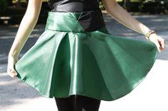 Minifalda por encima de la rodilla verde con dos cinturas, una verde y otra negra de tessutomarino en Etsy