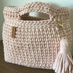 Crochet Handbags, Crochet Purses, Knitted Gloves, Knitted Bags, Loom Knitting, Hand Knitting, Crochet Mustache, Crochet Baby, Knit Crochet