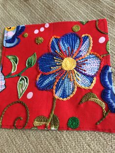 Quadro de flor! Angela Maria Embroidery Neck Designs, Hand Embroidery Videos, Embroidery Patterns, Mexican Embroidery, Crewel Embroidery, Cross Stitch Embroidery, Brazilian Embroidery, Embroidered Clothes, Cross Stitching