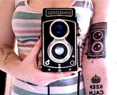 if i get a tattoo of a camera, it will most likely be something like this! Vintage Camera Tattoos, Tattoo Vintage, Camera Tattoo Design, Tattoo Camera, Vintage Short Hair, Vintage Style, Diy Crafts Vintage, Tattoo Photography, Camera Photography