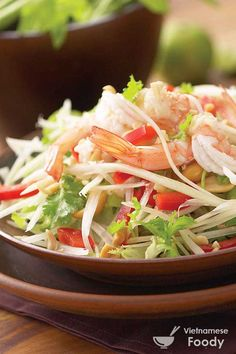 Eat the Som Tam pineapple salad in Thailand Vietnamese Salad Recipe, Vietnamese Cuisine, Thai Green Papaya Salad, Coconut Milk Recipes, Eastern Cuisine, Tamarindo, Siem Reap, Cooking Ingredients, Saveur