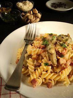 Pasta con carciofi, pancetta, pistacchi e pepe verde