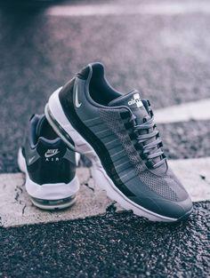 291641bdd73 Nike Air Max 95  Grey. Sylvester · Jogging shoes