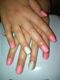 Unghie gel quadrate bianco e rosa pink glitter