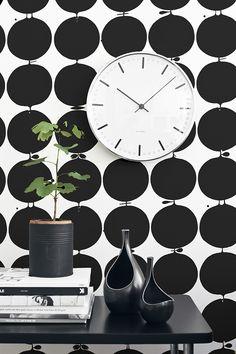 great design- love the matte black coffee can flower pot. So simple!(Trendenser.se - en av Sveriges största inredningsbloggar)