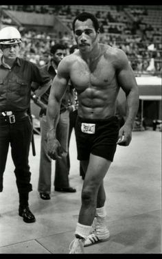 Ken Norton great boxer. His son Junior was a good NFL football player