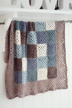 Transcendent Crochet a Solid Granny Square Ideas. Inconceivable Crochet a Solid Granny Square Ideas. Crochet Afghans, Grannies Crochet, Easy Crochet Blanket, Crochet Squares, Crochet Blanket Patterns, Knitted Blankets, Crochet Bedspread, Knitting Patterns, Plaid Au Crochet
