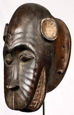 Máscara Baulé de 34 cm de altura. Originaria de Costa de Marfil.