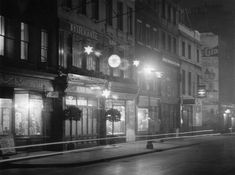 circa 1935:  Dean St, Soho at night showing the outside of the Quo Vadis restaurant.  (Photo by Hulton Archive/Getty Images)