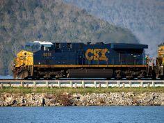 CSX 5318 Crosses the Nickajack Lake Causeway