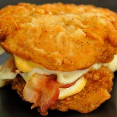 While it is possible to have a burger without bread for those who are about no carbs, KFC had a similar idea in mind. For their chicken sandwich that is! KFC's Double Down contains two pieces of chicken with two kinds of cheese, Colonel sauce, and bacon. Ww Recipes, Copycat Recipes, Chicken Recipes, Cooking Recipes, Sandwich Recipes, Bacon Sandwich, Recipe Chicken, Appetizer Recipes, Kfc