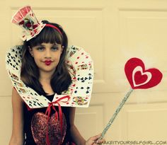 DIY Queen of Hearts Costume Tutorial - Make It Yourself Girl DIY+Queen+of+Hearts+Costume+Tutorial<br> Do you love the Queen of Hearts? Want to make your own costume this Halloween? Check out this DIY Queen of Hearts Costume tutorial and be fabulous! Queen Of Hearts Makeup, Queen Of Hearts Card, Homemade Costumes, Diy Costumes, Awesome Costumes, Red Queen Costume, Disney Characters Costumes, Book Characters, Ideas Party