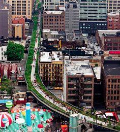 Chelsea - NY IGH LINE: ANTIGUA LÍNEA FÉRREA  En 1750 se instaló una línea férrea a lo largo de la 11ª Avenida congregando así, con el paso del tiempo, a un número mayor de clase trabajadora. Hoy,  es un parque urbano elevado.